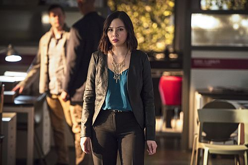 Agallamh: The Flash's Malese Jow air Linda Park, Dr. Light, agus an Awesomeness of Suiting Up